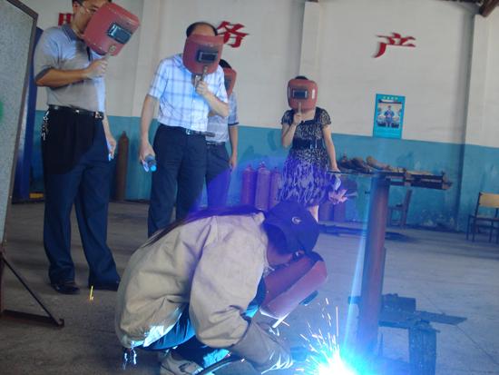 电控发动机拆装 冯喜良 男 43 数学 计算机及应用 计算机拆装 安装